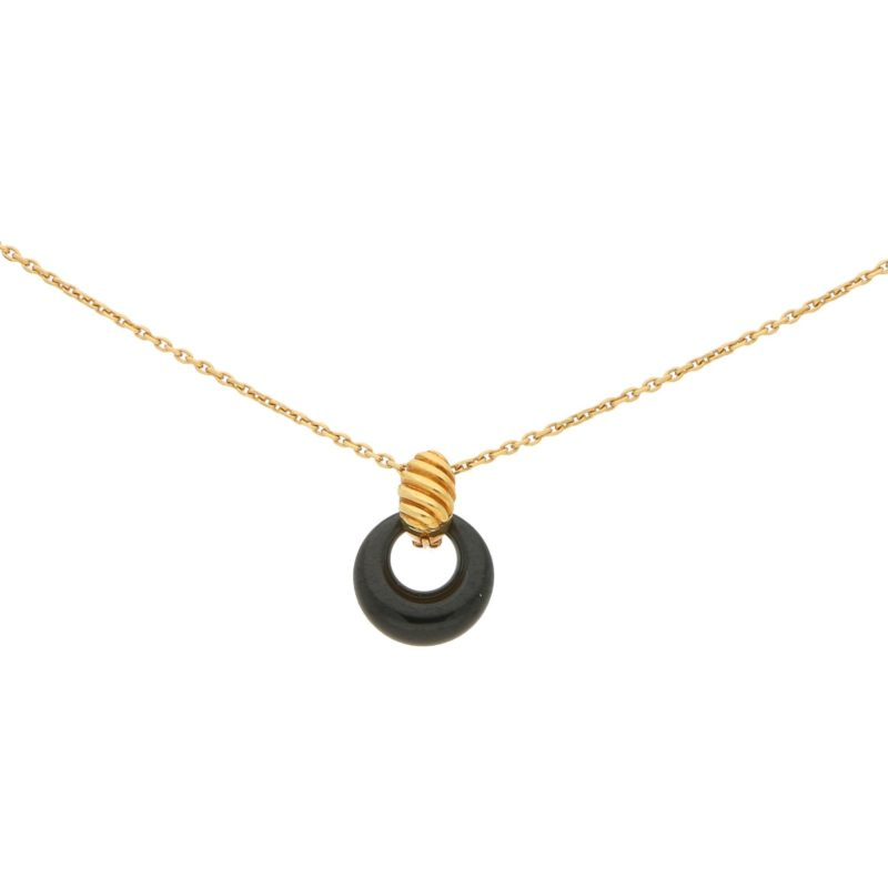 Vintage Van Cleef & Arpels Onyx Pendant Necklace in Yellow Gold