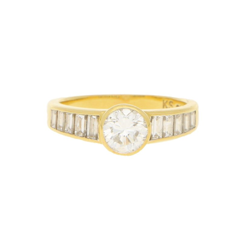 Elegant diamond ring with baguette diamond shoulders