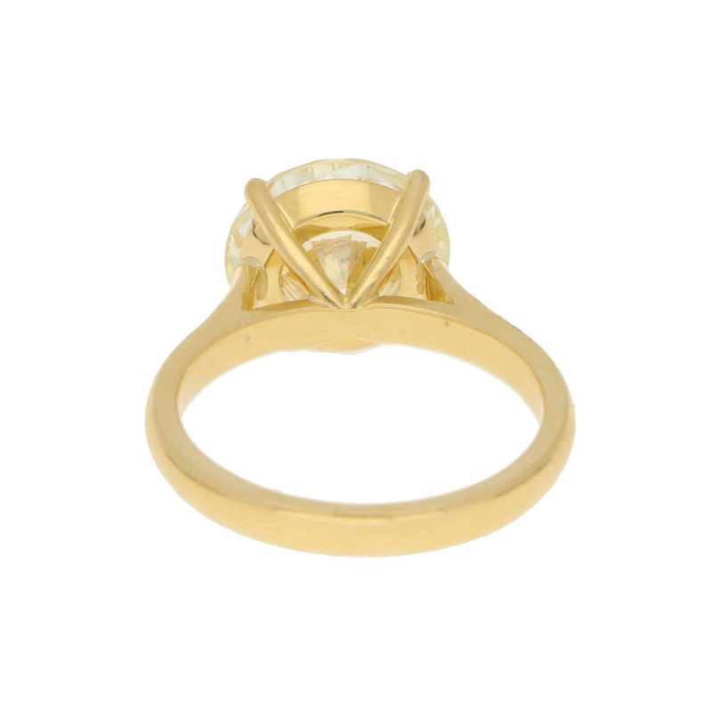 3.93ct Round Brilliant-Cut Diamond Solitaire Ring in Yellow Gold