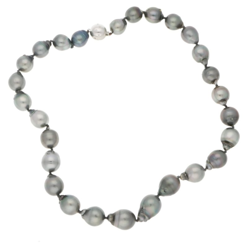 Tahitian pearl necklace with an 18ct white gold clasp