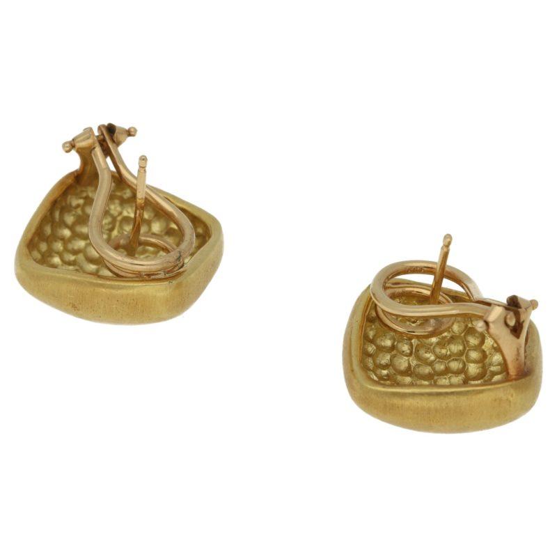 18ct gold matt cushion earrings