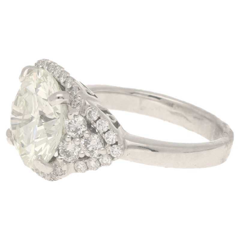 Important diamond cluster ring in white gold