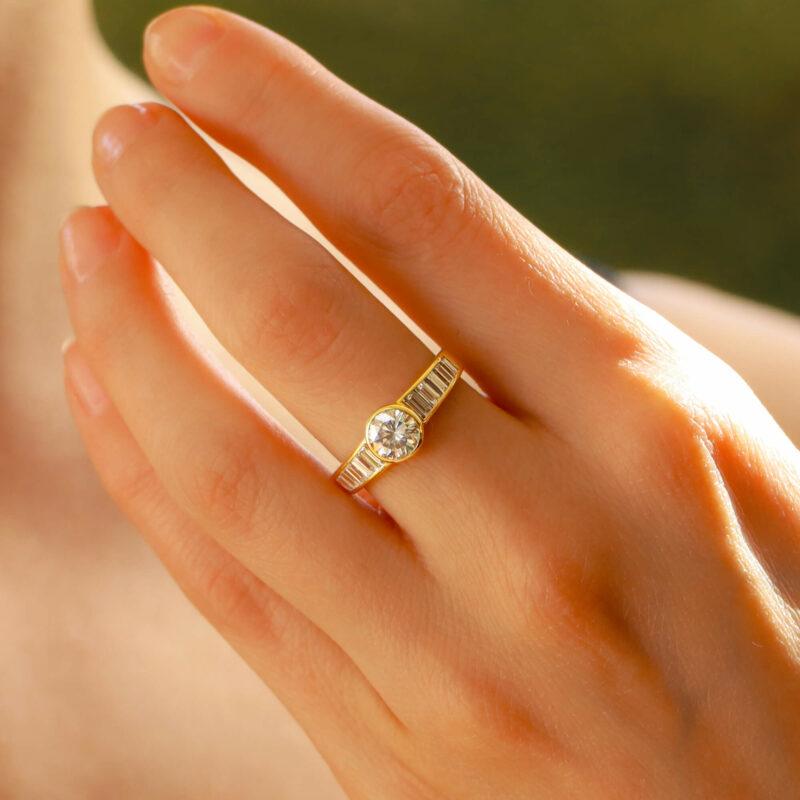 Elegant diamond ring with baguette diamond shoulders