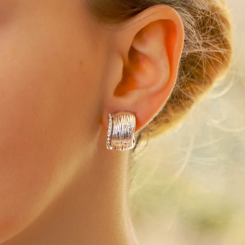 Roberto Coin 18k gold earrings with diamond