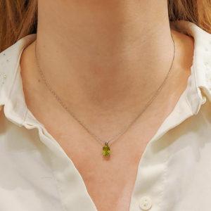 18ct white gold oval cut peridot pendant