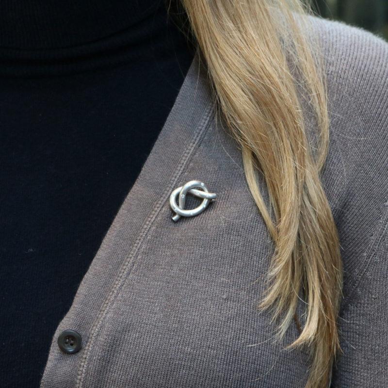 18ct white gold diamond set knot brooch