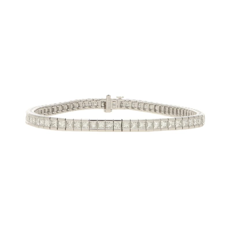 Diamond line  bracelet in 18k white gold.