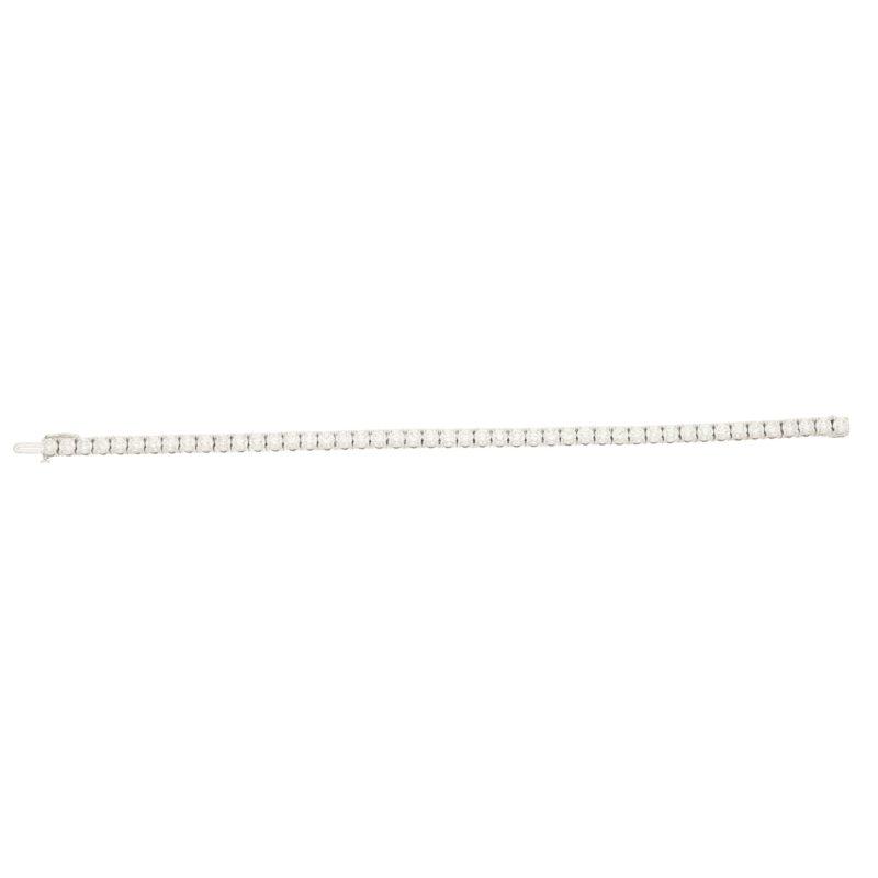 Diamond line bracelet in18k white gold.