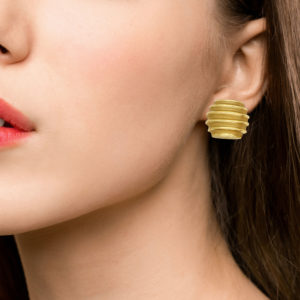 Vintage 18ct yellow gold ribbed barrel shaped earrings