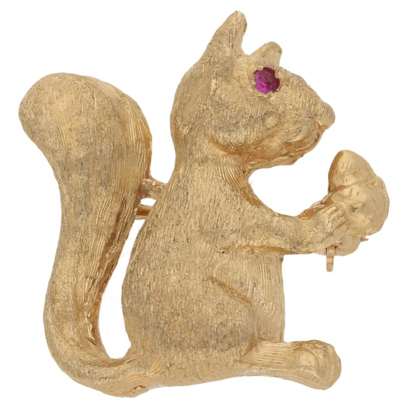 14ct yellow gold squirrel brooch