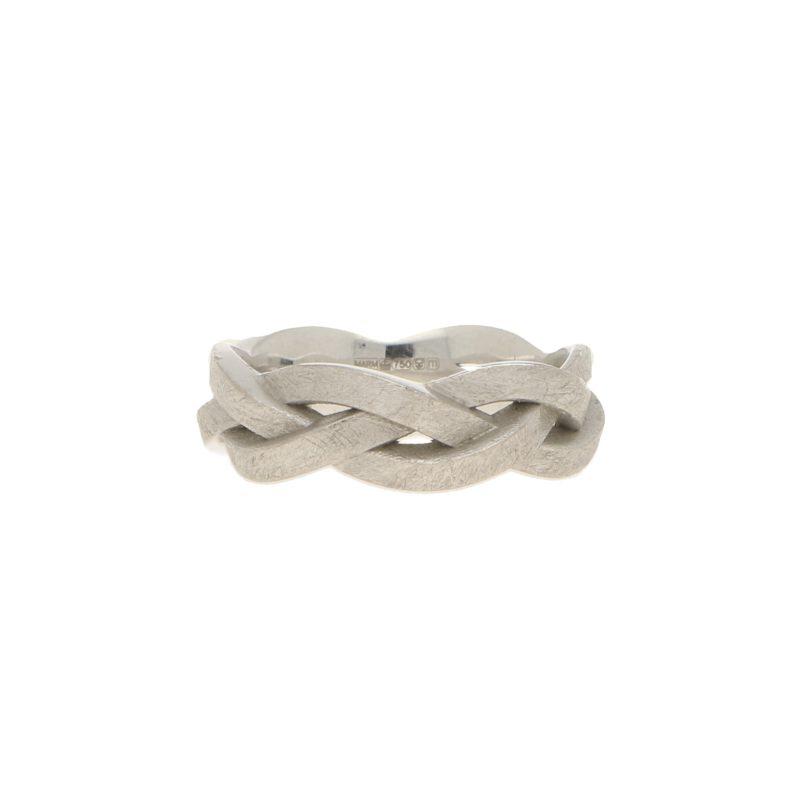 Celtic knot ring in 18k white gold.