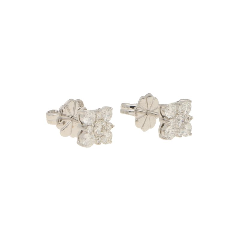 Diamond blossom stud earring in 18K white gold.