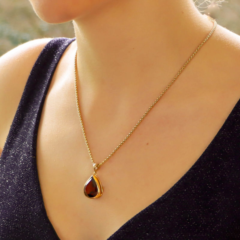 Pear-Shaped Red Garnet Pendant Set in 9k Yellow Gold
